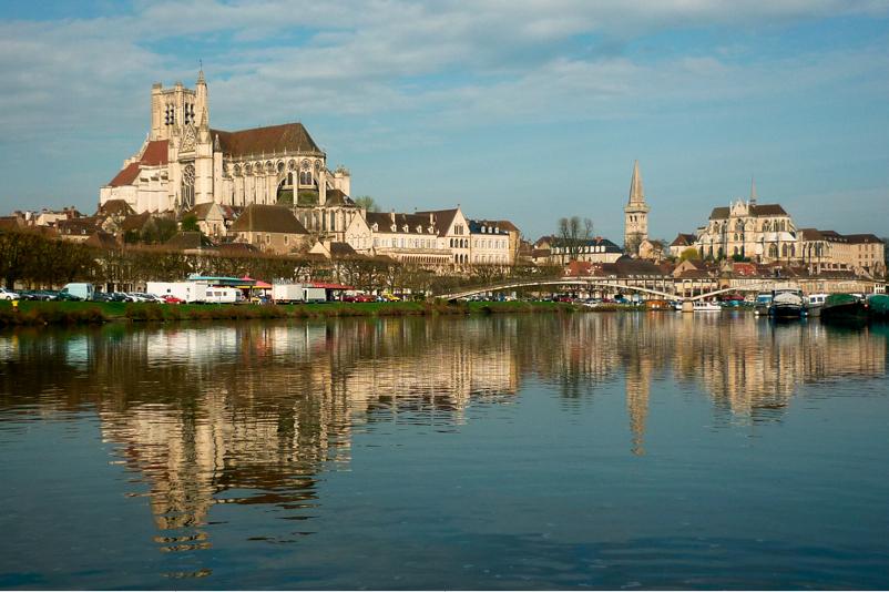 Auxerre, la cathédrale et l'abbaye (canal du Nivernais à vélo)