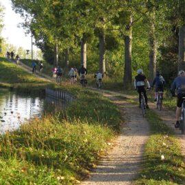 A vélo sur le chemin de halage du canal de Bourgogne