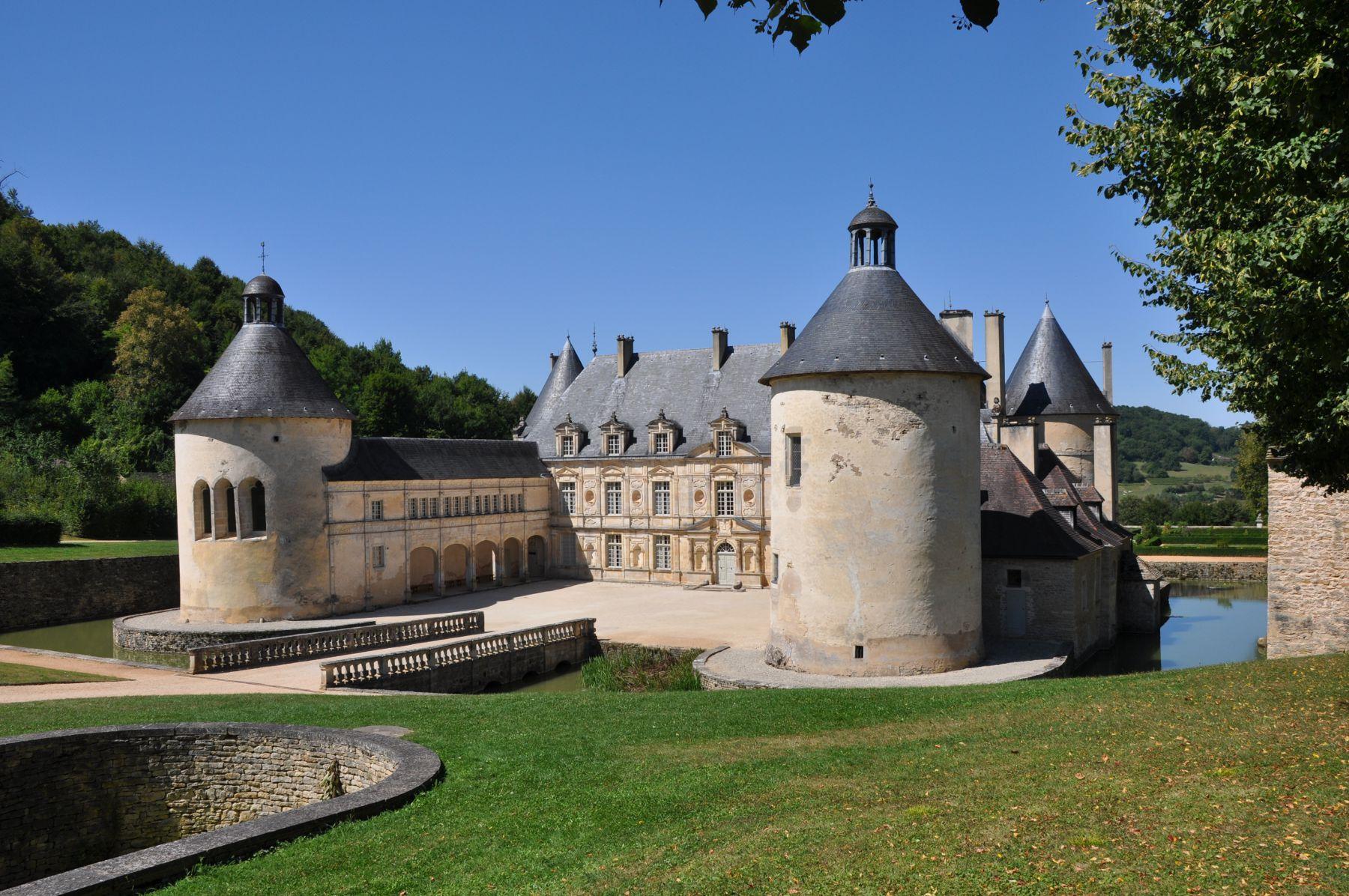 Château de Bussy-Rabutin, canal de Bourgogne à vélo