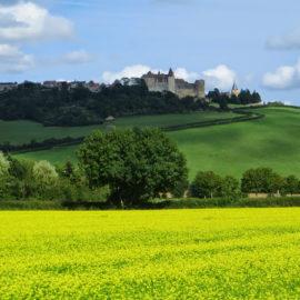 Le château de Chateauneuf-en-Auxois, canal de Bourgogne à vélo
