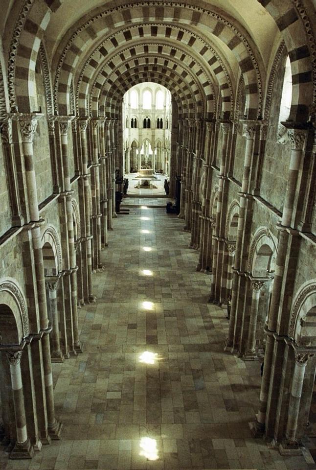 Chemin de lumière, Basilique Sainte Madeleine, Vézelay
