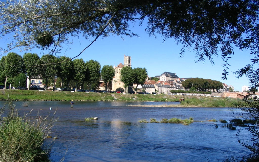 Nevers vue des bords de Loire