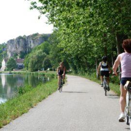 Les rochers du Saussois, canal du Nivernais à vélo