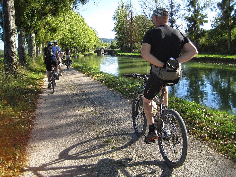 A vélo en toute liberté le long du Canal du Nivernais