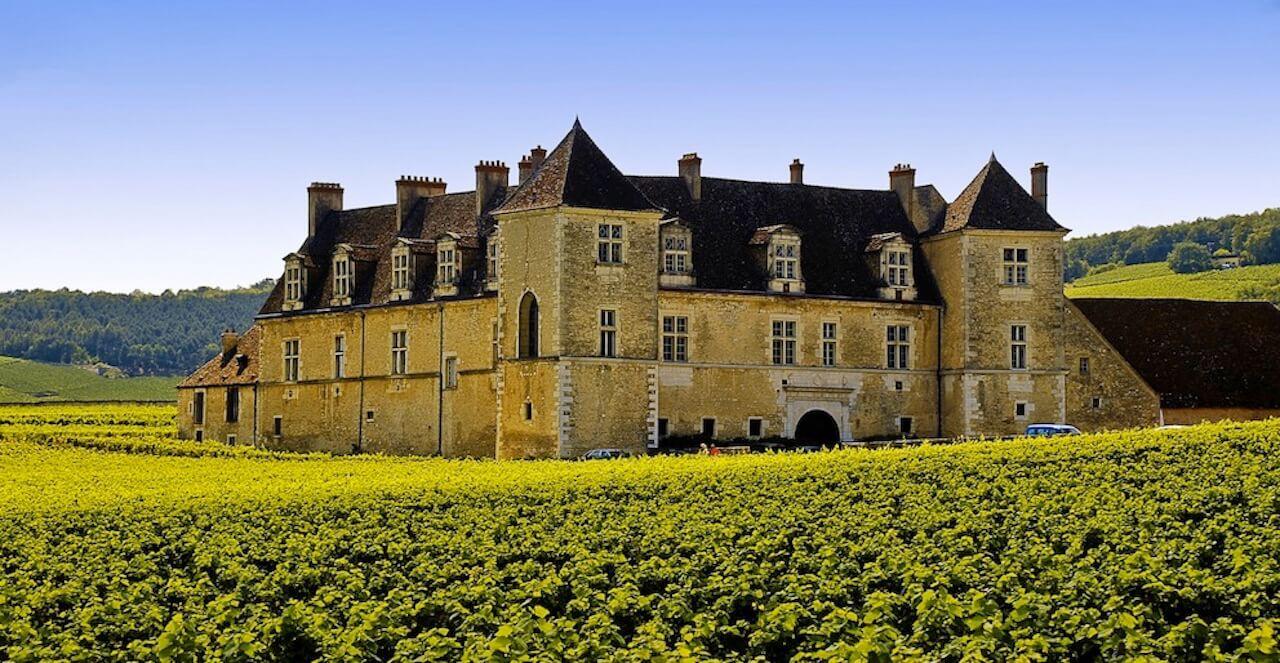 Château du Clos Vougeot, route des grands crus à vélo (Bourgogne)