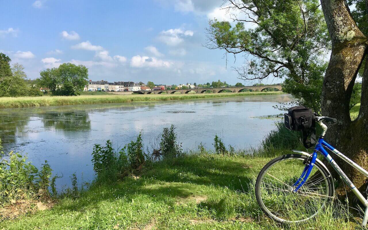 Vue sur la vieille Loire à Decize, canal du centre
